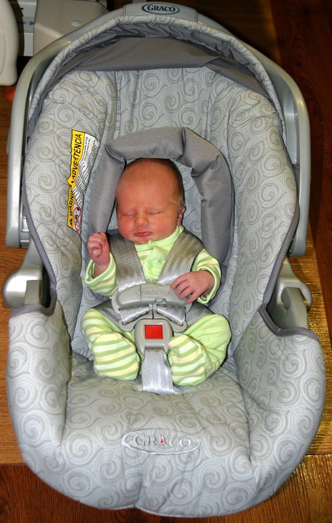 Before You Choose A Newborn Baby Car Seat... Some Things You Need To